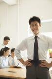 年轻人微笑在办公室的,画象 免版税库存图片