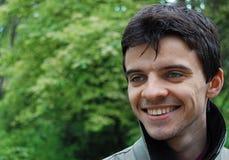 人微笑的年轻人 免版税图库摄影