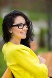 年轻人微笑的美丽的妇女画象  免版税库存照片