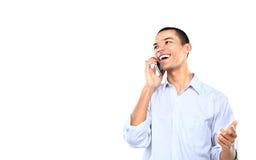 年轻人微笑的黑商人谈话在手机 免版税库存图片