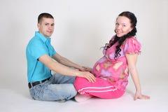 人怀孕的坐的妇女 库存照片