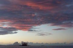 令人惊讶的博拉博拉岛日落 免版税图库摄影