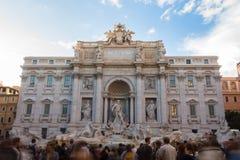 令人惊讶的Fontana di Trevi,在罗马,意大利 库存图片
