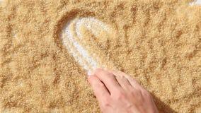 人手指在糖的凹道心脏 股票录像
