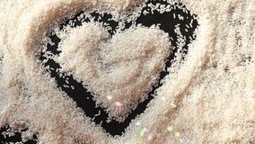 人手米表面上的凹道心脏  影视素材