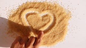 人手糖表面上的凹道心脏  影视素材