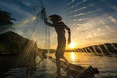 人抓住鱼 免版税库存图片