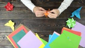 人折叠的纸狐狸,快动作 股票视频