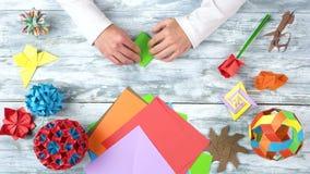人折叠的origami青蛙,快动作 股票视频