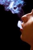 人抽烟 库存图片