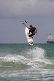 人捉住大空气冲浪在佛罗里达的Parasail 图库摄影