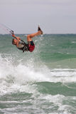 人捉住空气冲浪在佛罗里达的Parasail 库存照片