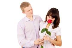 人提出一个建议给有玫瑰的女孩 库存图片