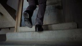 人攀登台阶 影视素材