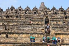 人攀登梯子婆罗浮屠 免版税库存照片