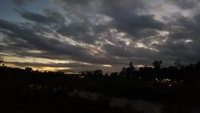 令人敬畏的日落在Oroville加州 免版税库存照片
