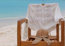 令人敬畏的椅子在马尔代夫海洋 免版税库存图片