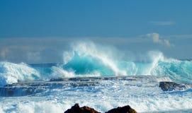 令人敬畏的波浪形成在Aguadilla波多黎各 免版税图库摄影