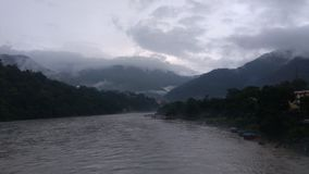 令人敬畏的看法河、云彩和云彩 图库摄影