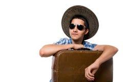 年轻人旅游旅客太阳镜和一个帽子的画象与 免版税库存图片