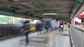 人时间间隔繁忙的交通顶上的段落的在香港 股票录像