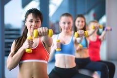 人普拉提的分类在健身房 库存照片