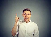 年轻人有一个想法,指向与手指 免版税库存图片