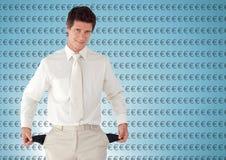 人有白色衣服的和有空的口袋的 与欧元的蓝色背景 免版税库存照片