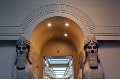 人朝向的飞过的狮子和安心从尼姆鲁德和Balaw 免版税库存图片