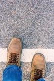 人横穿街道 库存图片