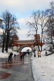 人步行在Tsaritsyno公园在莫斯科 库存图片