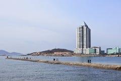 人步行ona码头,青岛,中国 库存照片