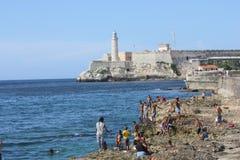 人沐浴和皇家力量,哈瓦那的城堡 免版税库存图片