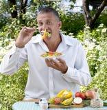 人沙拉品尝素食主义者 库存图片