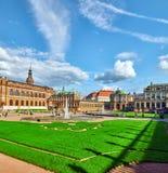 人法庭上Zwinger宫殿(Der Dresdner Zwinger) 库存图片