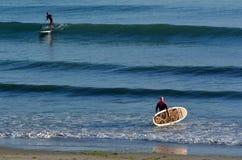 人海浪站立脚蹬板 库存照片