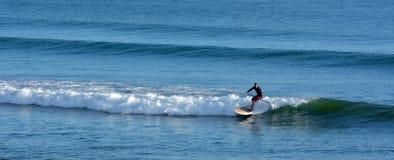 人海浪站立脚蹬板 库存图片