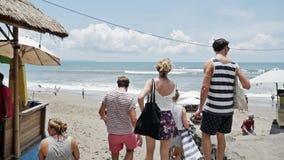 人海滩假期慢动作青年的旅行 影视素材