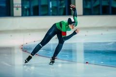 人溜冰者参加他的比赛 库存照片