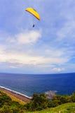 人滑翔伞用Bal 免版税库存照片