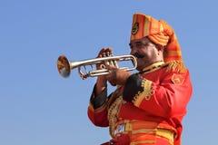 人演奏单簧管 免版税库存图片