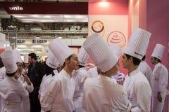 年轻人烹调在主人2013年在米兰,意大利 免版税库存图片