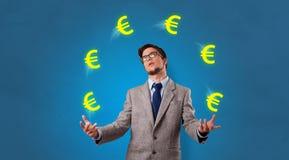 人玩杂耍与欧元标志 免版税库存照片