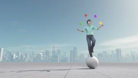 人玩杂耍在平衡的球 免版税库存图片