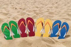 人生活方式四放松在橙色海滩沙子的触发器 库存图片
