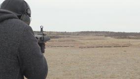 人生火在枪范围的攻击步枪 股票视频