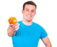 人用一个苹果在他的手上 免版税库存图片