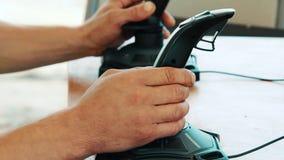 人用途交互式模拟器 模拟器乘驾 学会在控制杆的司机驱动 股票视频