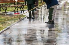 人用水管水 免版税库存图片