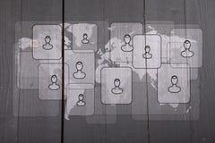 人的例证白色世界地图的在黑木背景 图库摄影